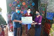 Serahkan Dana Talangan, Bupati Tamba Harapkan Pengerajin Terus berkarya Ditengah Pandemi