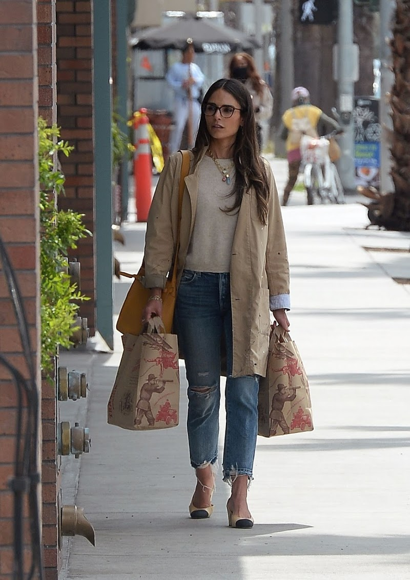 Jordana Brewster Snappe While Shopping at Trader Joe's in Los Angeles 21 Apr-2021