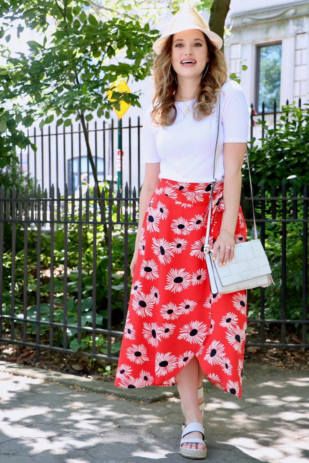 Nyc fashion blogger Kathleen Harper's white tee outfit idea for spring or summer.