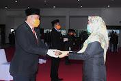 Wagub NTB Menyerahkan SK Pelaksana Tugas Bupati Lombok Utara