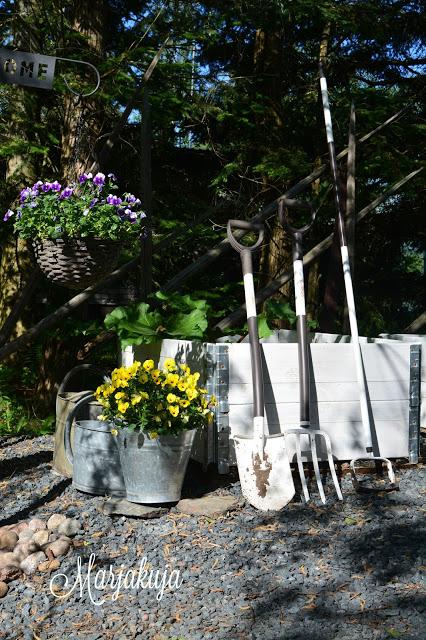 Fiskars light puutarhatyokalut ja lavakalukset.