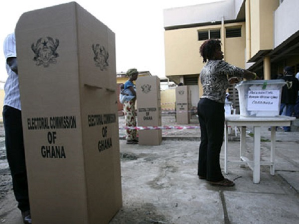 Akufo-Addo votes at Kyebi