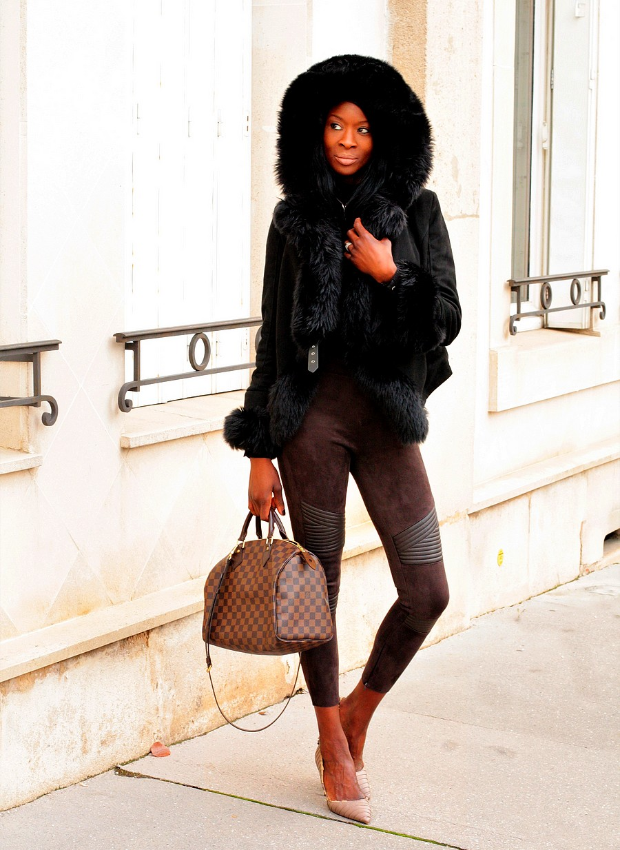 inspiration-tenue-hiver-manteau-fourrure-capuche-pantalon-taille-haute-escarpins-nude-zara