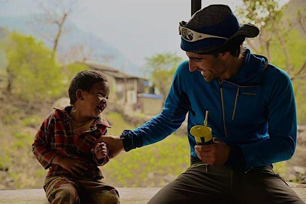 El alpinista barakaldés Jonatan García en el Himalaya