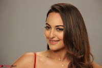 Sonakshi Sinha stunning Red Gown at Nach Baliye Season 8 interview 019.JPG