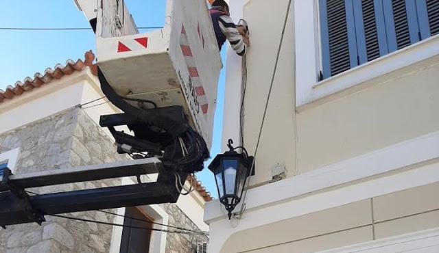 Παραδοσιακά φωτιστικά στα γραφικά σοκάκια του Κρανιδίου