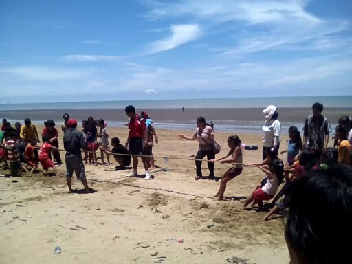 pantai ini memiliki garis pantai sekitar 15 kilo meter dan di buka untuk  umum. selain menikmati keindahan pantainya pengunjung juga bisa mencoba  permainan ... 4b117dc8a5