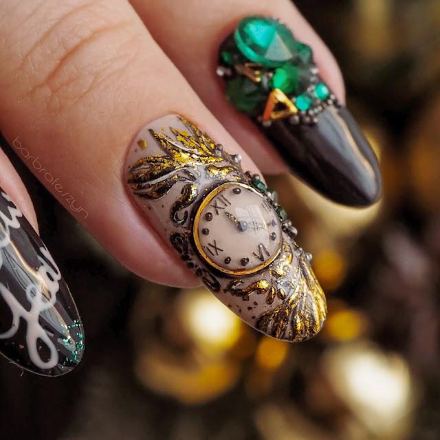 zegar na paznokciech