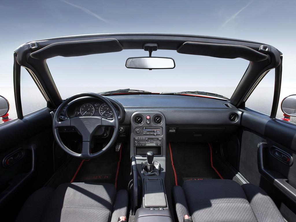 Mazda MX-5, Miata, Eunos Roadster, kultowy, legendarny, 日本車, スポーツカー, オープンカー, マツダ, pierwsza generacja, NA, wnętrze, Jinba Ittai