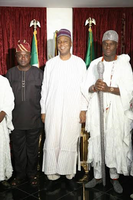 Bukola Saraki receives Ooni of Ife Oba Adeyeye Ogunwusi in Abuja