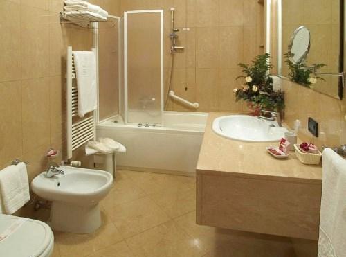 Peralatan kamar mandi yang modern