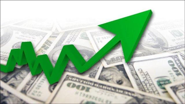 Dólar sube hasta 3.58