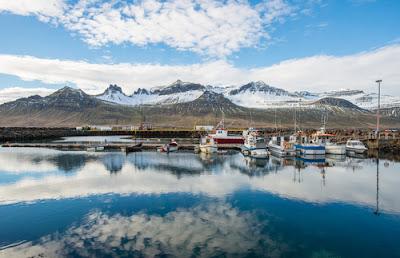 A l'est, Stöðvarfjörður et Mjóifjörður