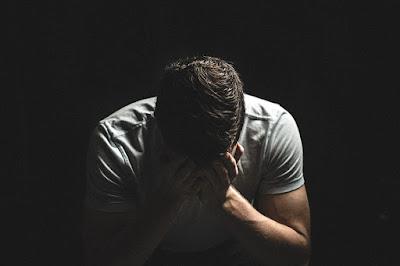 Suami menyesal kehilangan pekerjaan, harus dihadapi secara bijak oleh istri