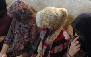 شاهد صورة: فتاة ايزيدية تتعرف على ارهابي م داعش  وسط نازحي تلعفر اشتراها وباعها !