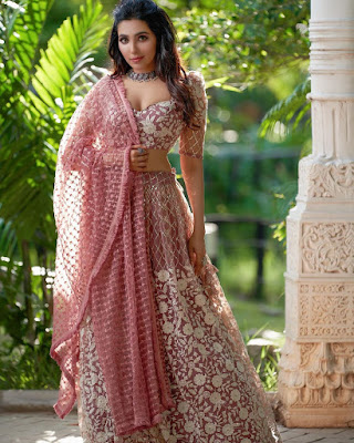 Tamil Actress Parvati Nair Latest Hot Photos in Saree
