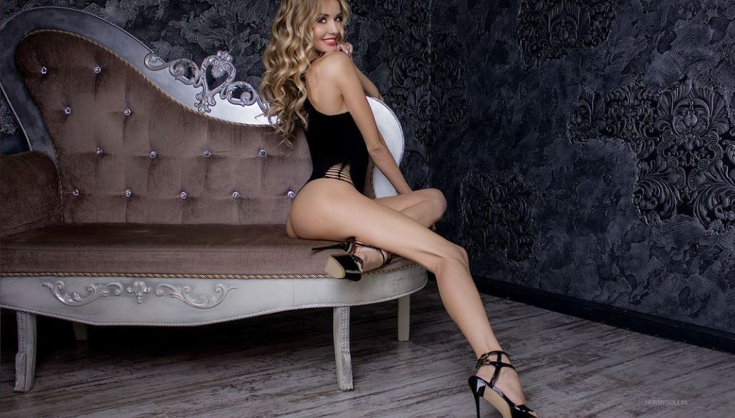 https://www.glamourcams.live/chat/HornyDoll69