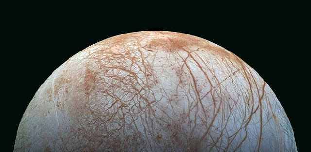 Europa has an enormous ocean of warm liquid water under its frozen crust. The bottom of this ocean could be a similar environment to primitive Earth, potentially hosting microorganisms (image: NASA)