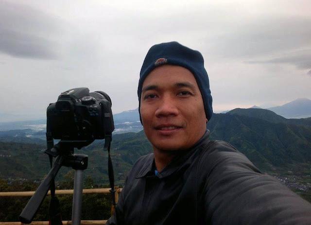 Hunting sunrise di Bukit Sikunir Dieng, Jawa Tengah.