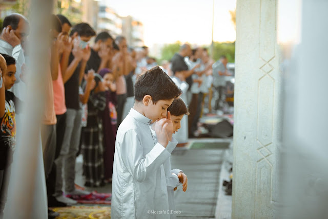 "As if they are leading the prayer at Al-Siddiq Mosque in Cairo's Sheraton ""Mostafa El-Deeb"""