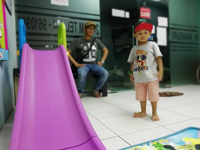 Anak Kena Obor-obor / Jelly Fish di Pantai Cenang Langkawi !