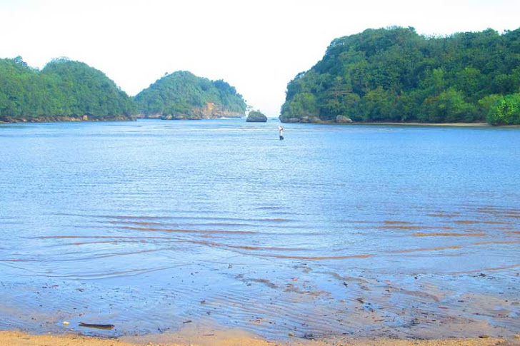 Pantai Clungup Malang - Fasilitas Wisata, Harga Tiket Masuk, Rute