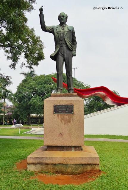 Close-up da Escultura Ibrahim Nobre - O Tribuno - Ibirapuera - São Paulo