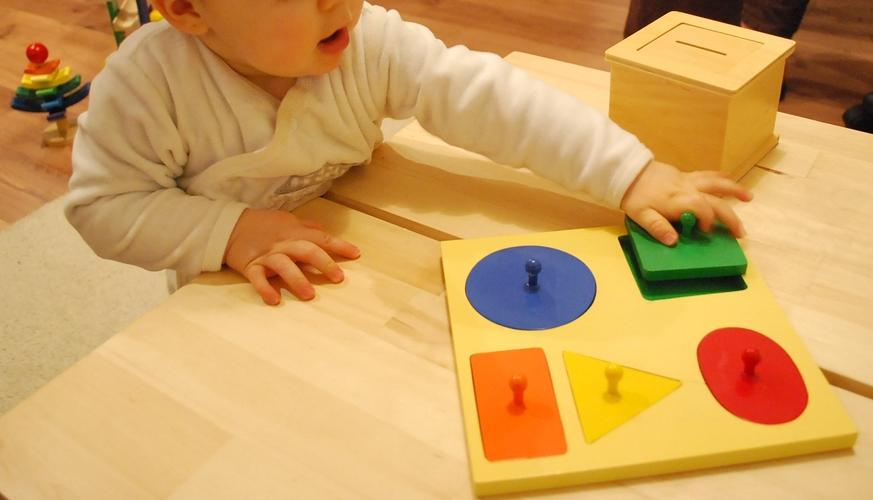merci qui merci montessori activit s entre 14 et 18 mois. Black Bedroom Furniture Sets. Home Design Ideas