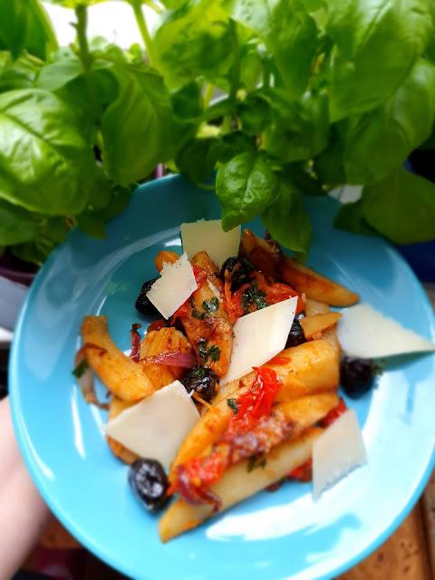 duszone ziemniaki,dania z patelni,szybki obiad,tani obiad,wiosenny obiad,z kuchni do kuchni,włoska kuchnia,italian food,cucina italiana,obiad po włosku, kuchnia sycylijska,kuchnia neaolitańska,