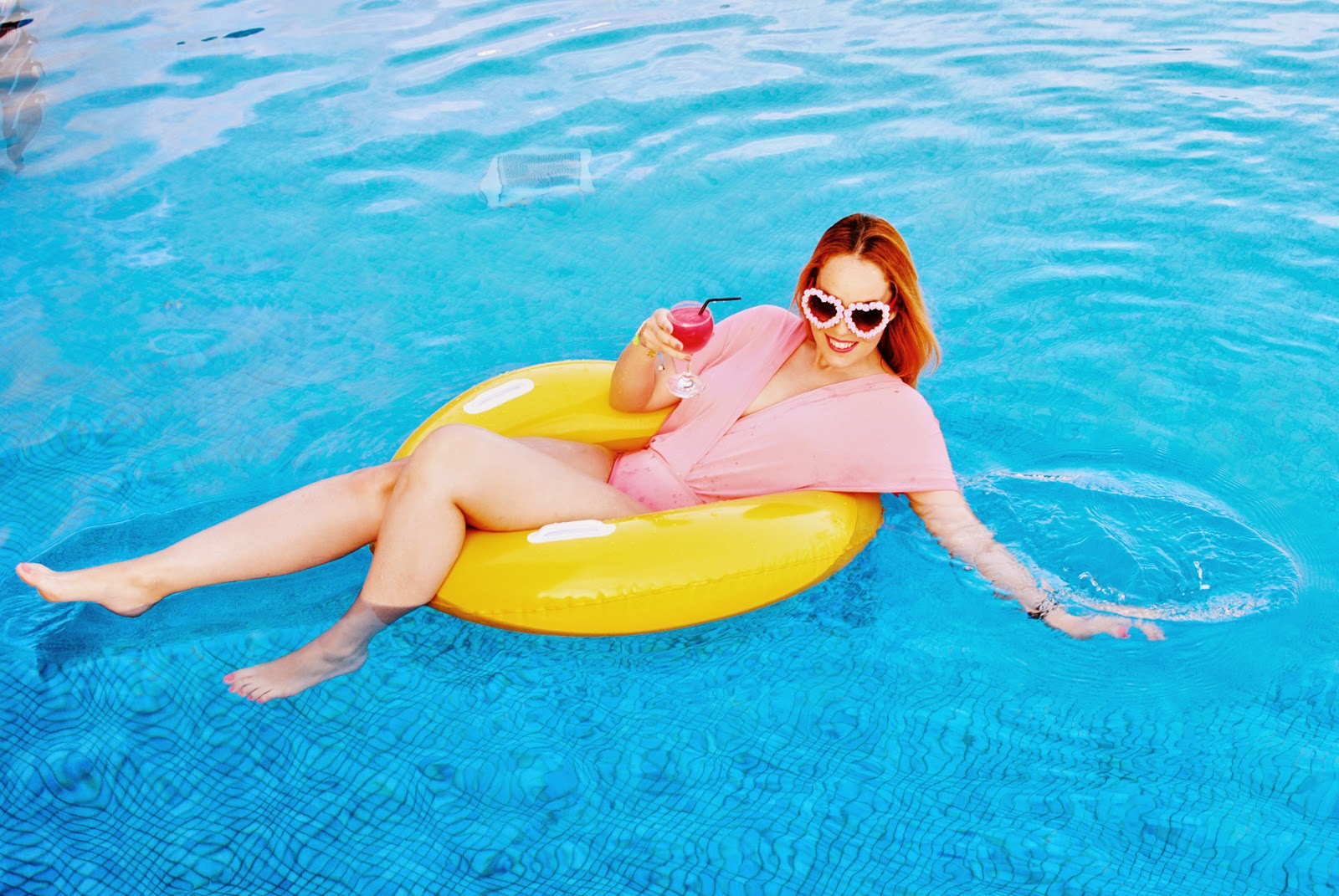zerouv, nery hdez, swimwear, bañador, summer look, look de verano, gafas con flores, flowers sunglasses