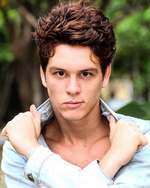 Irmão mais novo de Alessandro, carismático, divertido e conselheiro. Mesmo deserdado pelo pai, ele não perde a pose e nem a oportunidade de alfinetar seus desafetos.