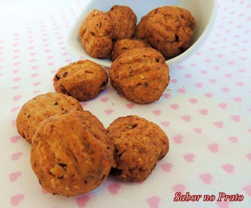 Este biscoito é feito com avelã triturada e é uma delícia.