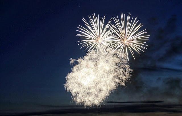 white fireworks wallpaper