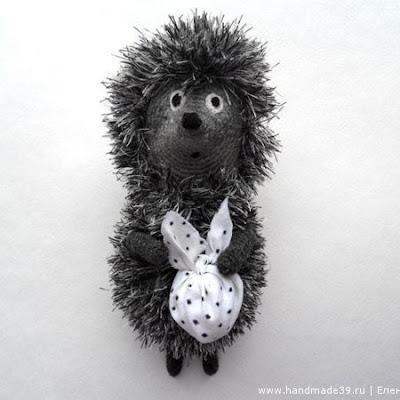 Вязаная игрушка крючком ежик в тумане