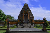 Gerbang Utama Pura Taman Ayun Bali