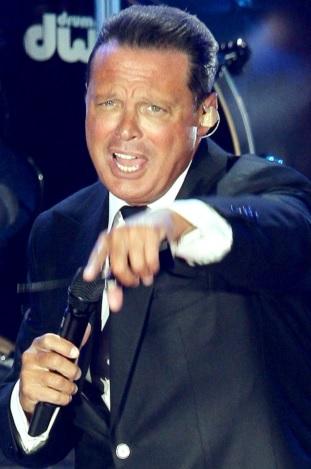 Foto de Luis Miguel en el escenario
