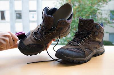 cara merawat sepatu gunung - Foto greencampusoutdoor.com