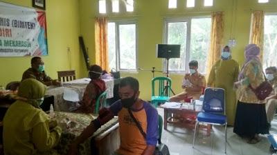 Cegah Penyebaran Covid-19, Gelar Vaksinasi Lansia di Balai Desa Mekarasih