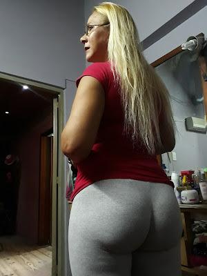 Bella madura nalgona usando pants yoga