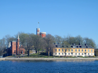 One of Stockholm s many islands  Kastellholmen (Castle Island). We went for  a walk around that and its neighbouring island 55f8dabe52155