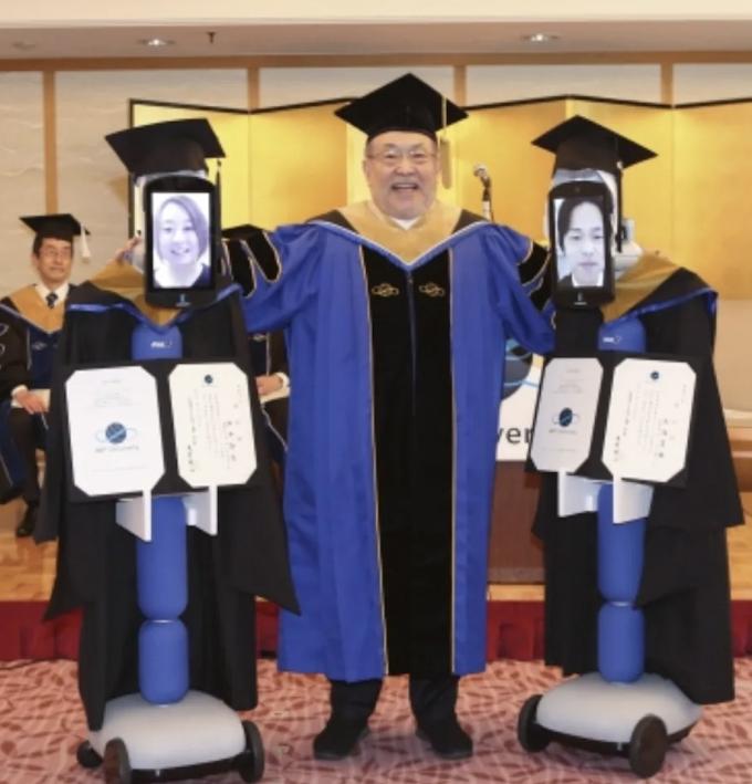 Robot Gantikan Wisudawan di Universitas BBT Jepang