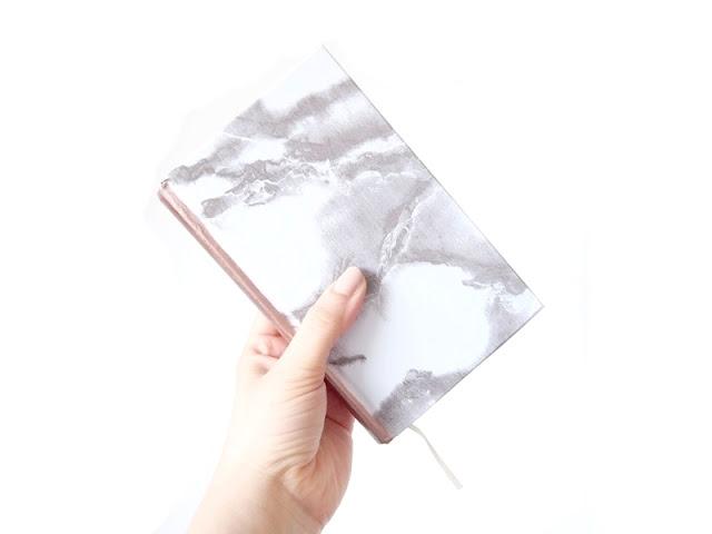 diy mramorový zápisník
