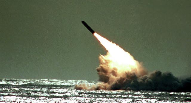 البحرية الأمريكية تجرب صاروخها الوحيد القادر على حمل رأس نووي