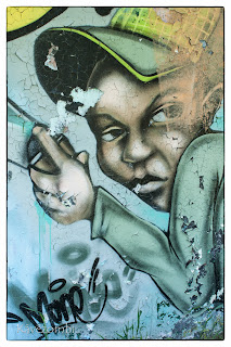 graffitis figura cigarettával Szegeden