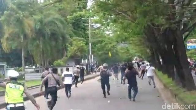 Kapolda Maluku Dilempari Batu usai Polisi Pukuli Sejumlah Mahasiswa
