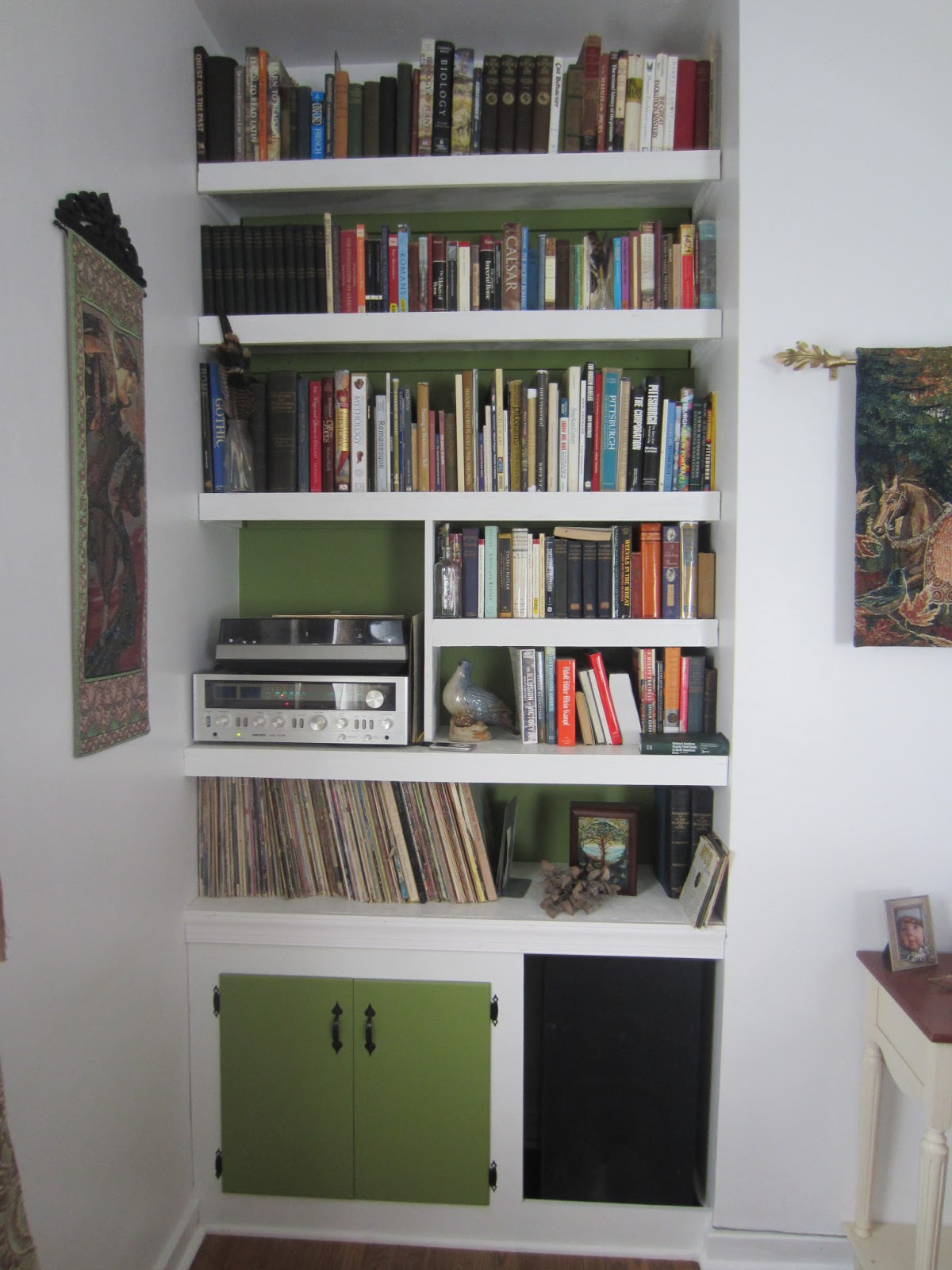 Splendor In The Home: Our Thrifty DIY Built-In Bookcases