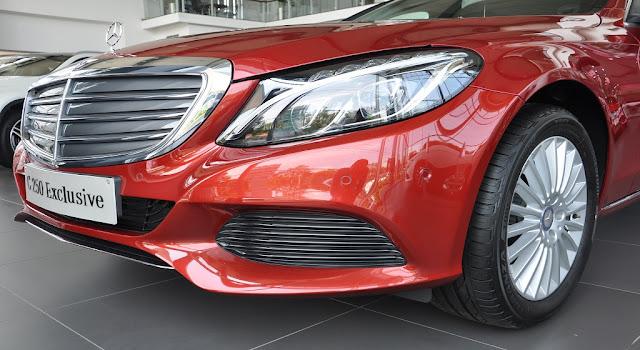 Phần đầu xe Mercedes C250 Exclusive 2018 được thiết kế theo phong cách cổ điển