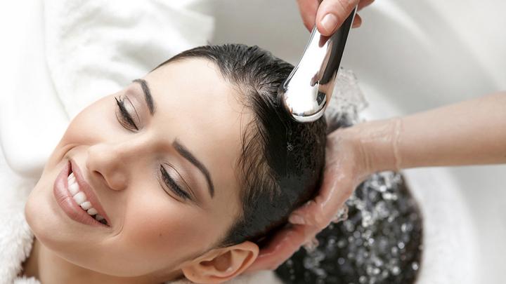 Nhận biết tóc khỏe hay yếu nhuộm tóc màu vàng từ khoai tây làm tóc xoăn tự nhiên