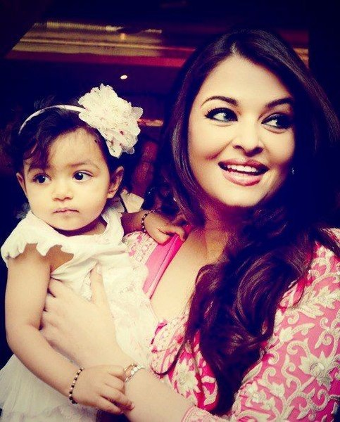 Aradhya bachchan first Birthday pic