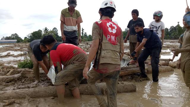 Dua Puluh Satu Warga Luwu Utara Dilaporkan Meninggal Dunia Akibat Banjir Bandang